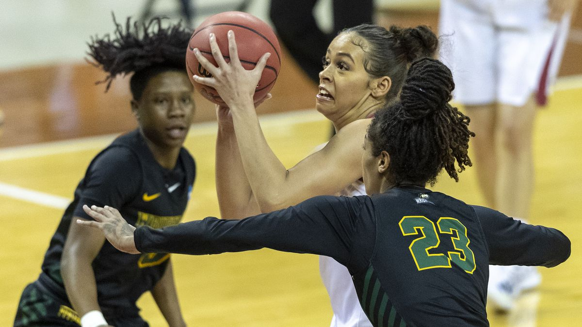 Arkansas guard Chelsea Dungee, center, goes to the basket between Wright State center Jada...