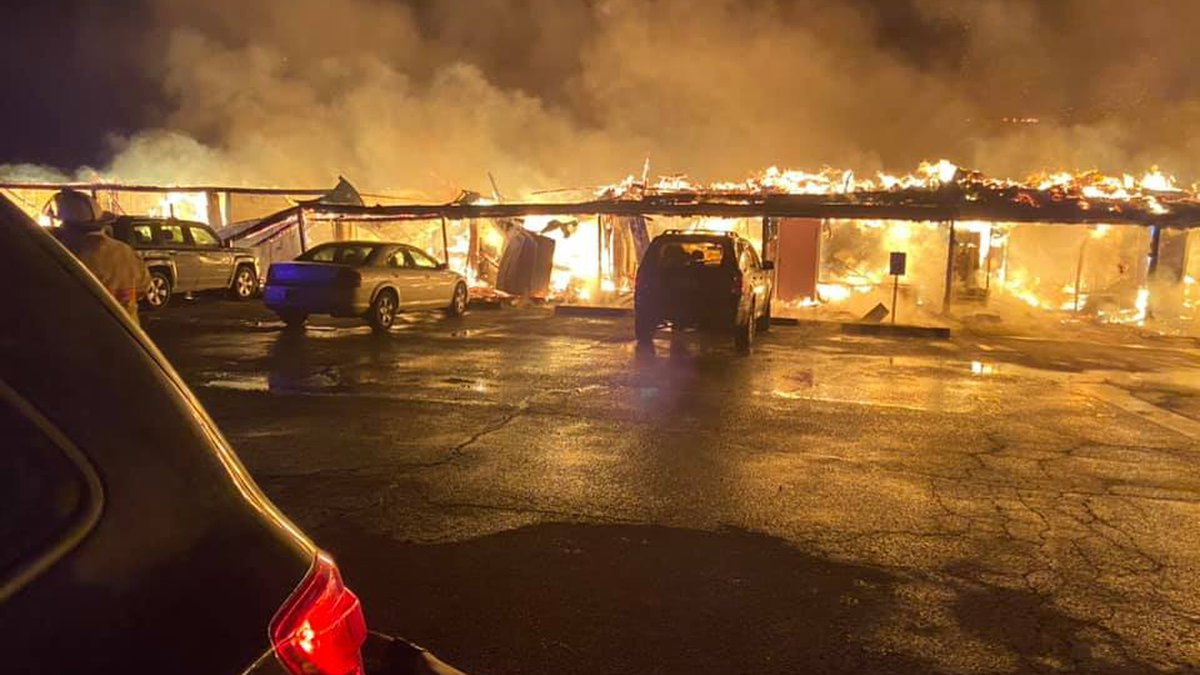 Fire at Sunset Village Apartments in Waynesville, Mo.