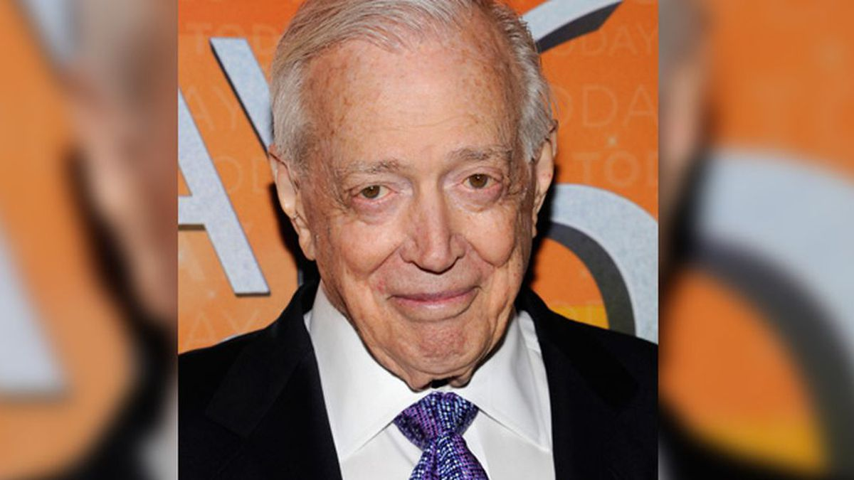 """Hugh Downs attends the """"Today"""" show 60th anniversary celebration at the Edison Ballroom on Thursday, Jan. 12, 2012 in New York. (Source: AP Photo/Evan Agostini)"""