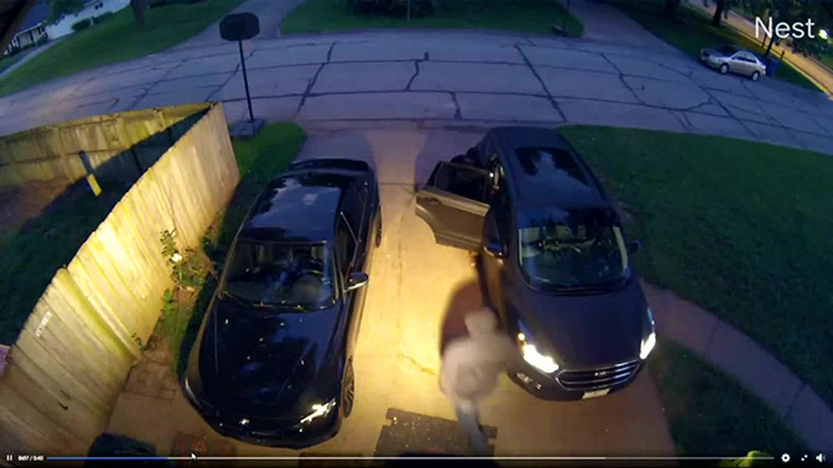 WATCH: Police ask for help locating 2 men in attempted robbery incident in Springfield