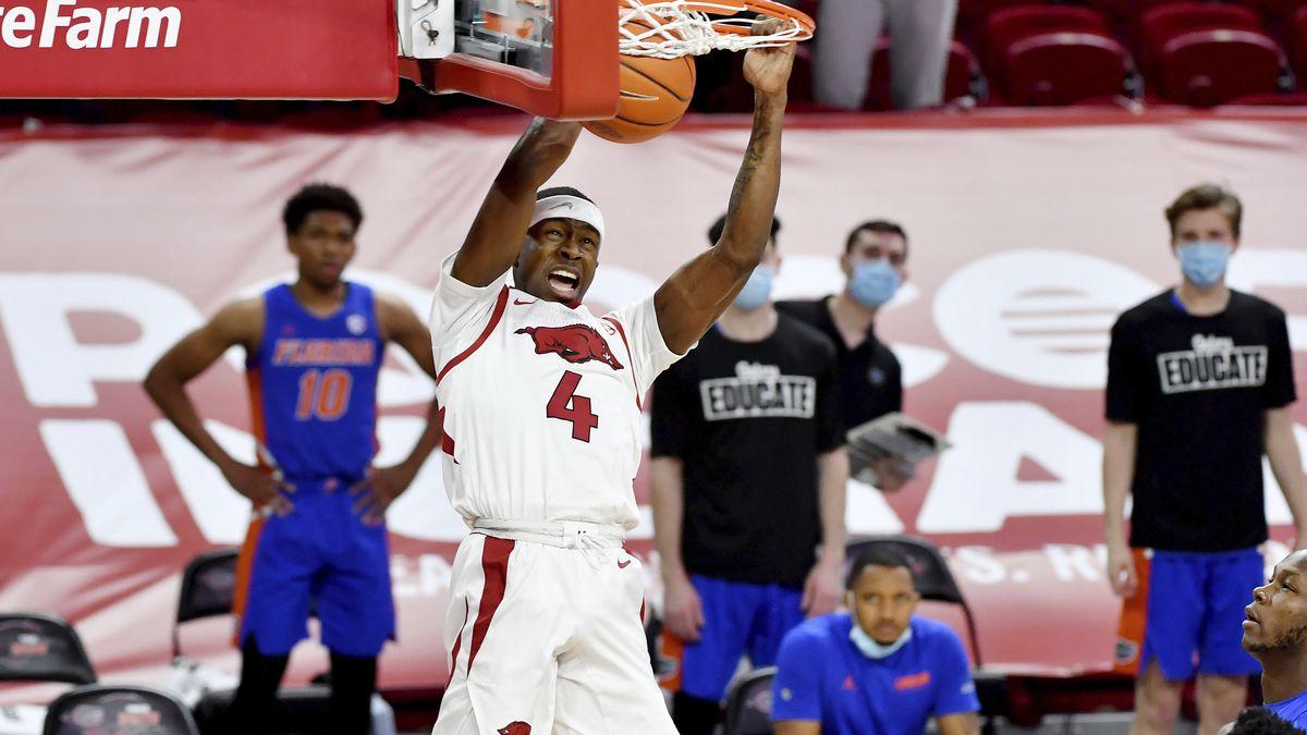Arkansas guard Davonte Davis (4) dunks the ball against Florida during the first half of an...