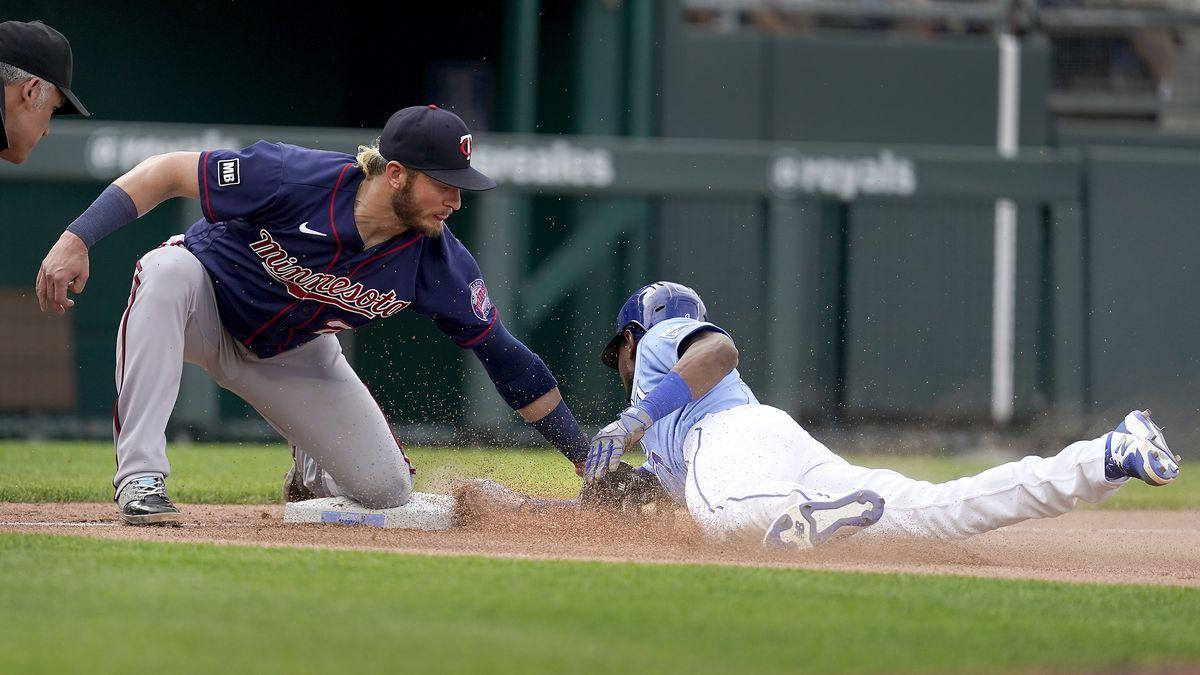 Kansas City Royals' Jarrod Dyson beats the tag by Minnesota Twins third baseman Josh Donaldson...
