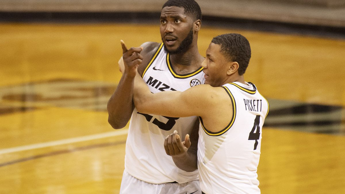 Missouri's Jeremiah Tilmon, left, is embraced by teammate Javon Pickett, right, after they...