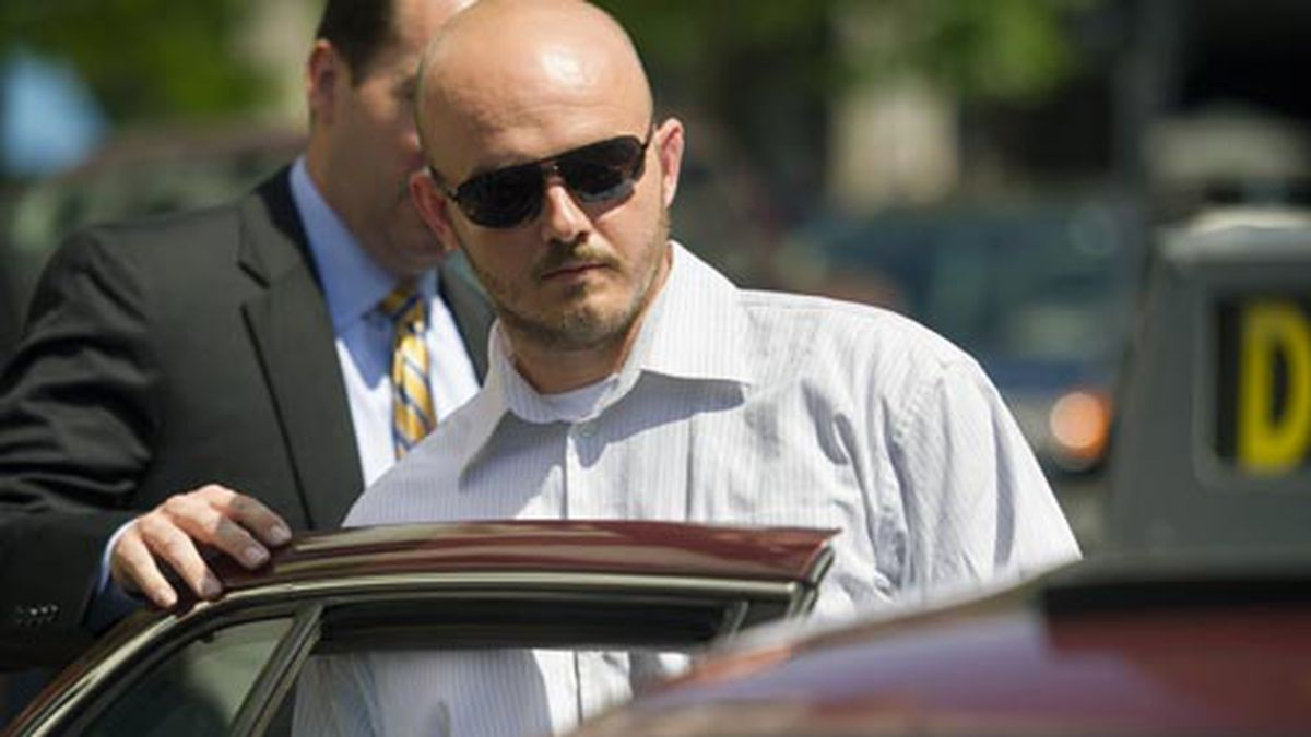 Former Blackwater Worldwide guard Nicholas Slatten enters a taxi cab as he leaves federal court in Washington, Wednesday, June 11, 2014, after the start of his first-degree murder trial. (AP Photo/Cliff Owen)