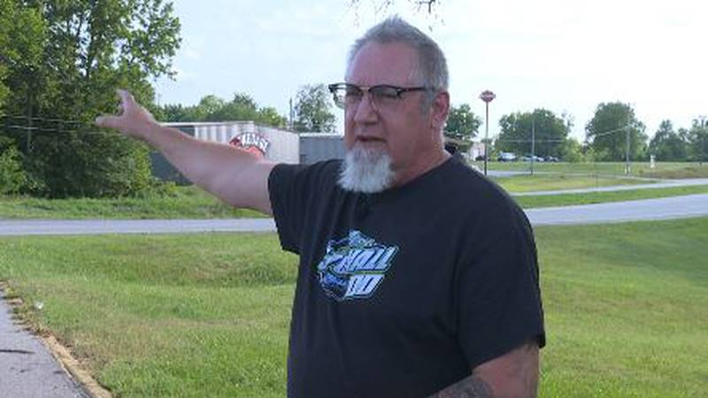 Good Samaritan helps pull driver from buring car