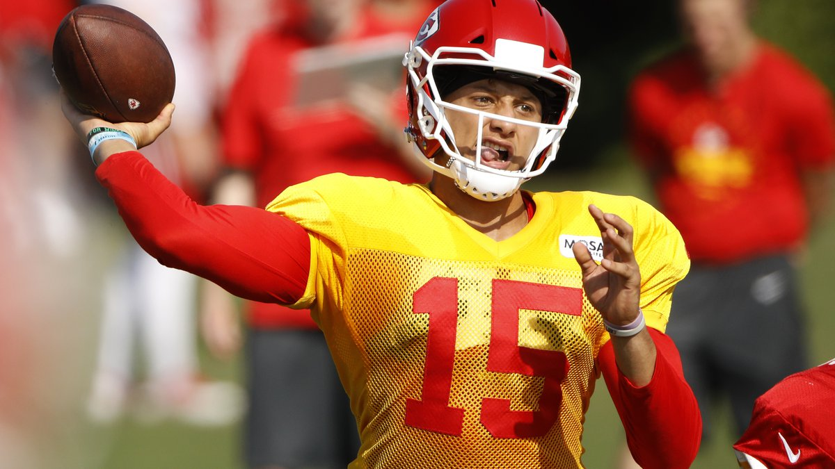 Kansas City Chiefs quarterback Patrick Mahomes passes during NFL football training camp...