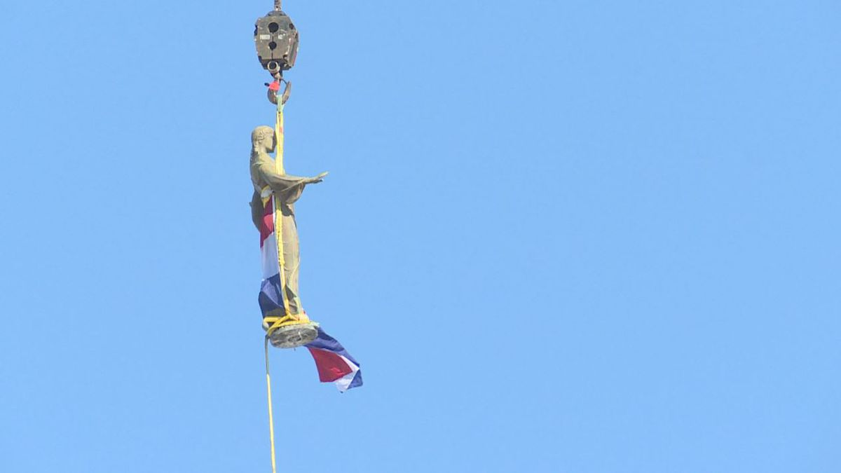 The statue of Ceres, the Roman Goddess of Agriculture, was suspended in mid-air while being removed from the Missouri Capitol dome for refurbishment on 11/15/2018