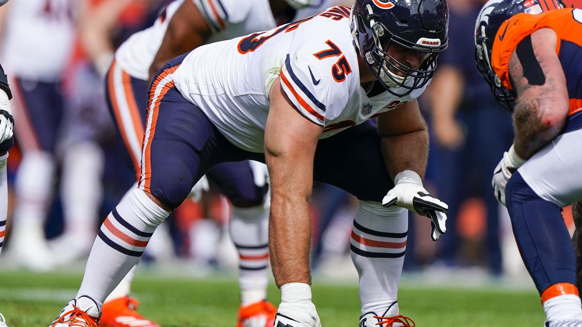 Chicago Bears offensive guard Kyle Long lines up during an NFL football game between the Denver...