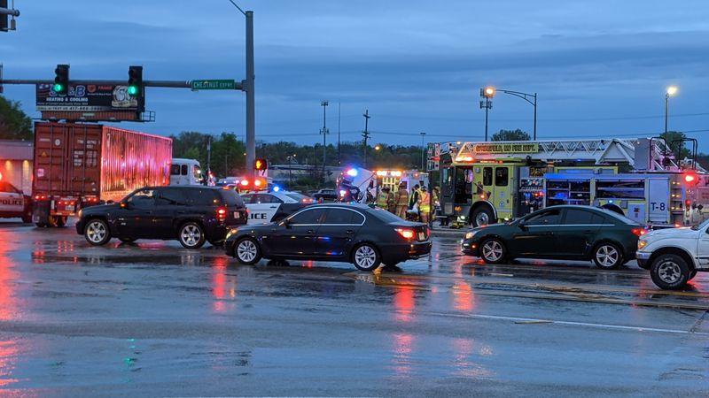 Crash at Kansas Expressway and Chestnut Expressway