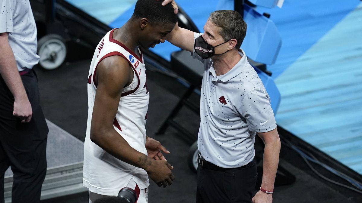 Arkansas head coach Eric Musselman, right, celebrates with guard Davonte Davis after a Sweet 16...