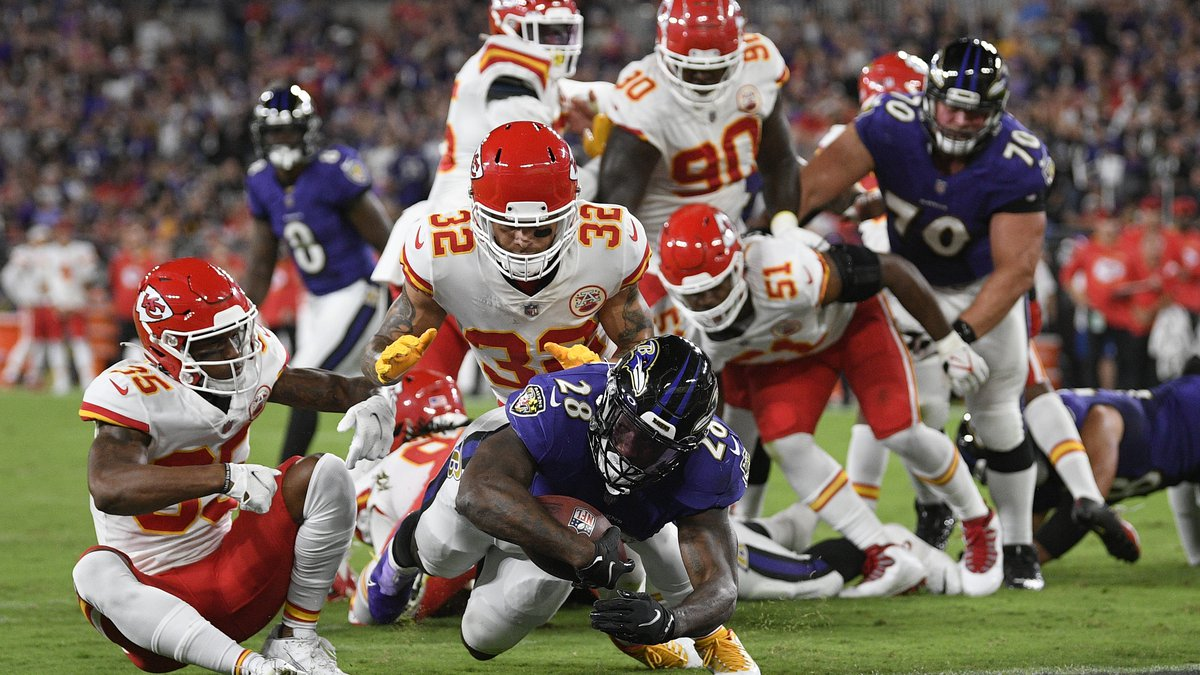 Baltimore Ravens running back Latavius Murray (28) scores a touchdown in the first half of an...