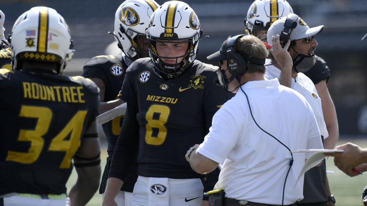 Missouri head coach Eliah Drinkwitz talks with quarterback Connor Bazelak (8) during the second...