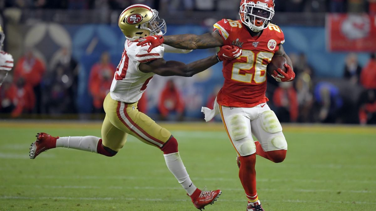 CORRECTS THE WINNING TOUCHDOWN TO THE FINAL TOUCHDOWN - Kansas City Chiefs' Damien Williams,...