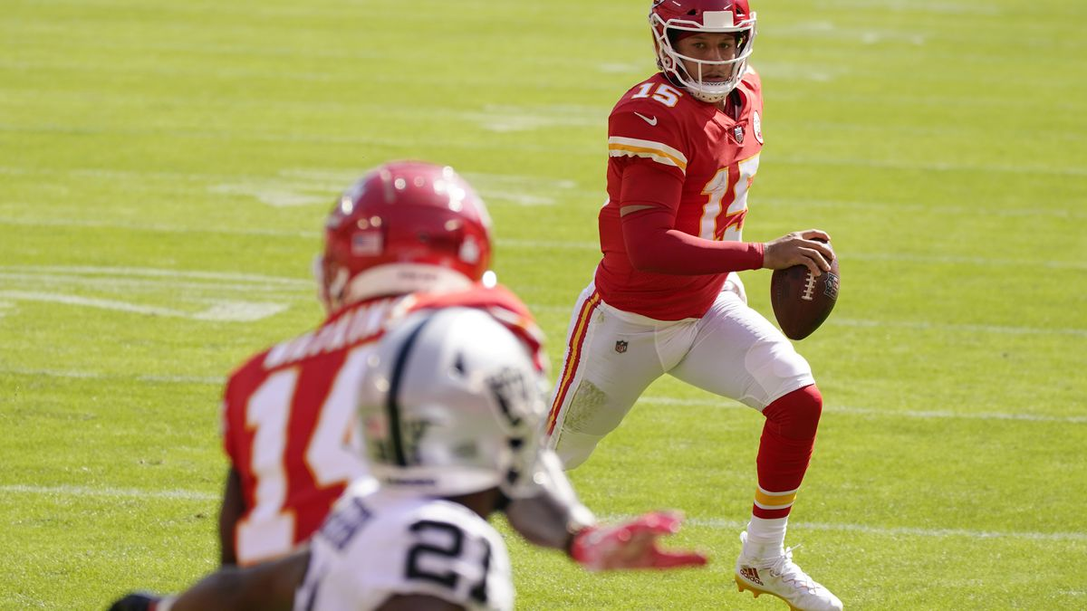 Kansas City Chiefs quarterback Patrick Mahomes (15) scores on a 3-yard touchdown run during the...