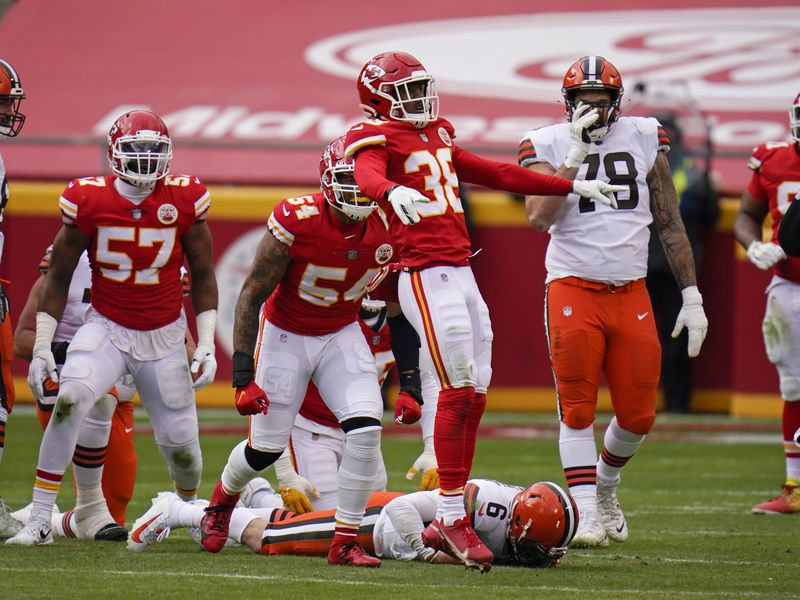 Kansas City Chiefs safety L'Jarius Sneed (38) celebrates after sacking Cleveland Browns...