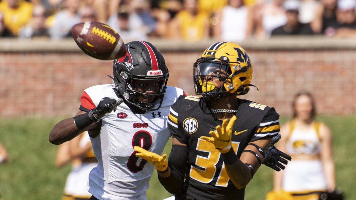 Missouri wide receiver D'ionte Smith, right, catches a touchdown pass in front of Southeast...